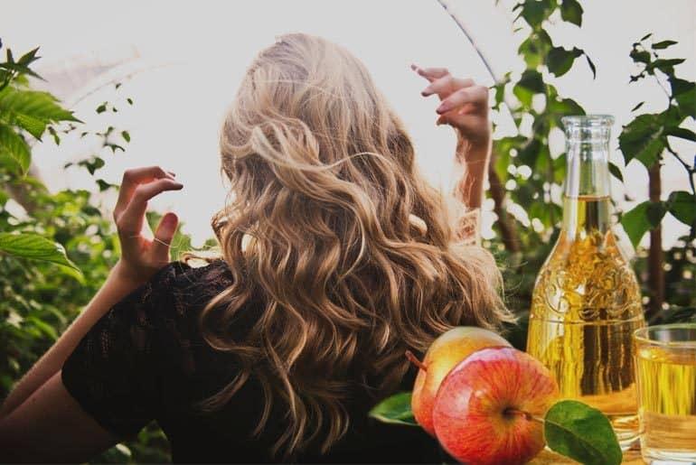 Vinagre de manzana para el cabello teñido
