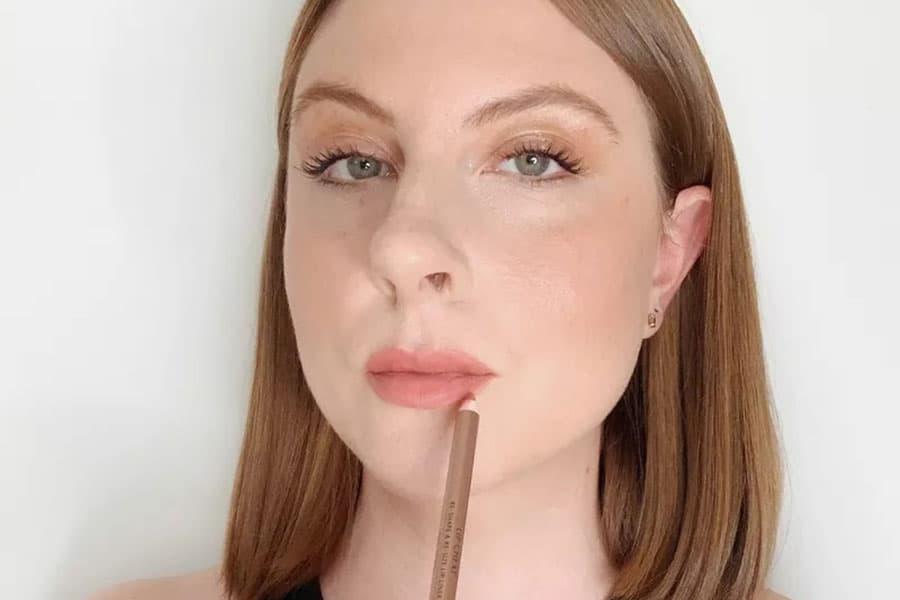 Rellena el resto de tus labios con delineador